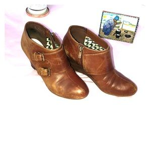 ankle booties brown